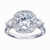 Large Halo Diamond Setting